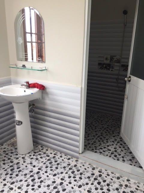 Không gian phòng tắm lối liền toilet