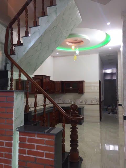 Thiết kế cầu thang liền kề nhà bếp