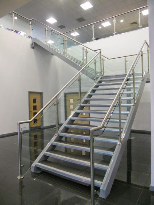 mẫu cầu thang sắt đơn giản--Kiểu dáng 8