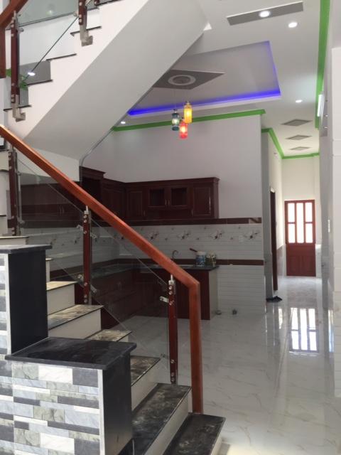 Cầu thang liền kề nhà bếp