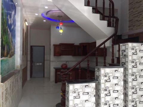 Mẫu cầu thang liền kề nhà bếp