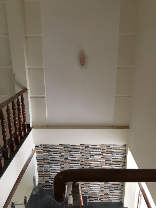 Cầu thang rộng rãi tiện nghi nhất