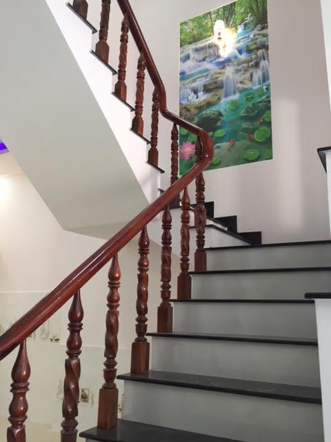 Tya vịn cầu thang bằng gỗ