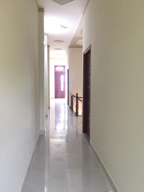 Đường tới các phòng rộng rãi