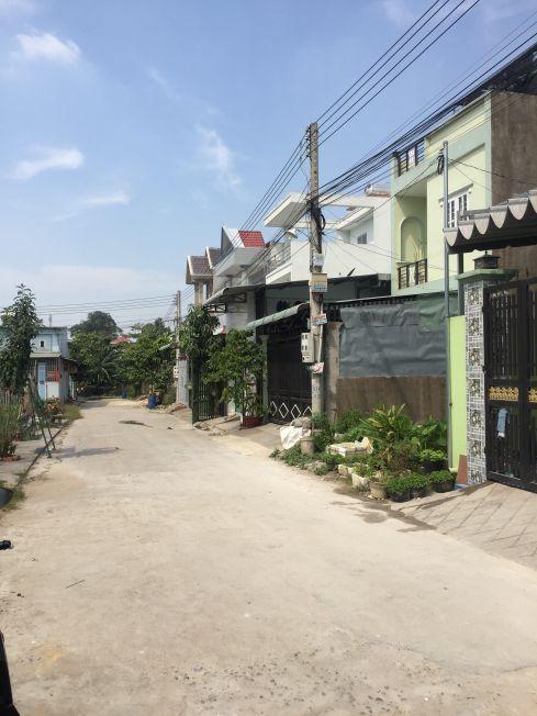 Đường trước nhà rộng rãi
