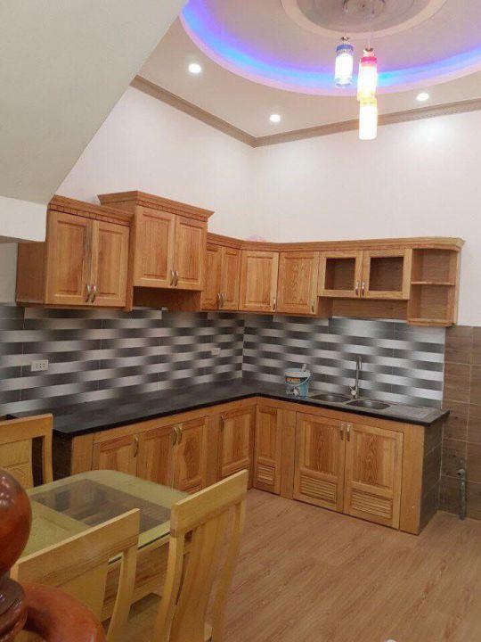 Mẫu tủ bếp gỗ xoan